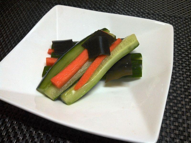 画像1: 菜香や■野菜スティックの漬物版!そのまんま食べれる「胡瓜と人参のあっさり漬け」 (1)